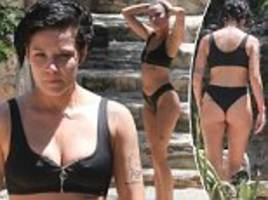Halsey shows off her incredible physique in Mexico
