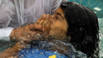 'holy supper': mexican church holds mass gathering
