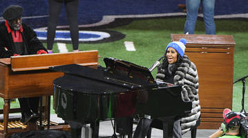 Watch Aretha Franklin's Best National Anthem Performances at Sporting Events