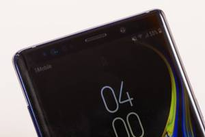 all the major similarities and differences between samsung's high-end smartphones, the galaxy s9 and the galaxy note 9