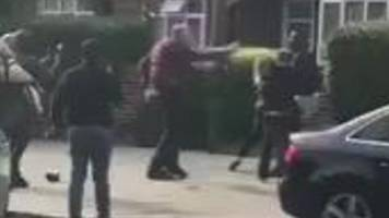 Newham police escape: Cheering onlookers condemned