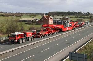 M25 traffic: Video shows 68m-long lorry set to drive very slowly round the M25 at start of 45-hour journey