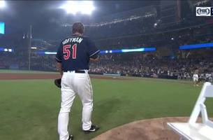 Padres Hall of Famer Trevor Hoffman is given ovation by Petco Park faithful