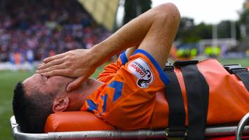 'plastic pitches should not be allowed' - rangers boss gerrard upset by murphy injury