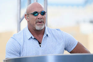 wwe hall of famer goldberg says he didn't send those tweets challenging trump to a fight