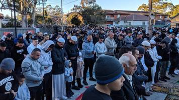 Australian drought: Muslims hold Eid event to pray for rain