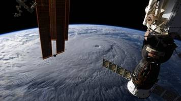 hawaii prepares for potentially worst hurricane in decades