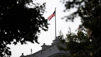 White House Returns US Flag To Full Staff Following McCain's Death