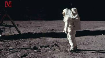 what's the controversy surrounding this forthcoming moon landing movie?