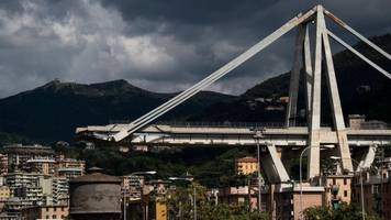 genoa bridge collapse: italian prosecutors investigate 20 people