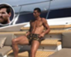 naked cristiano ronaldo boasted he's better looking than messi at man utd - crouch
