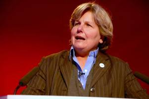 qi's sandi toksvig paid 40% of what stephen fry earned