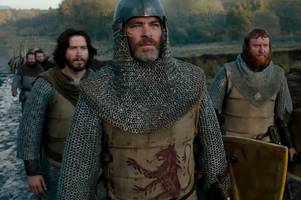 star trek actor chris pine hits back at critics over nude scenes in robert the bruce film outlaw king