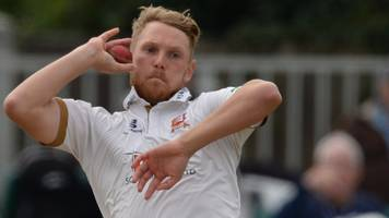 county championship: notts fight back after poor start against essex