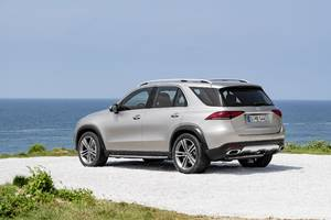 mercedes revealed its newest luxury suv and it's loaded with impressive tech