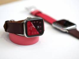 Here's how the new $400 Apple Watch Series 4 compares to last year's model, the Apple Watch Series 3 (AAPL)