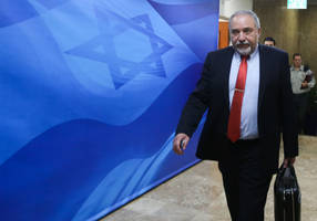 Liberman visits Azerbaijan to strengthen ties with country bordering Iran