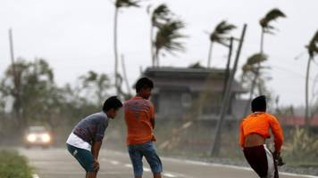 Typhoon Mangkhut: Philippines counts cost of deadly typhoon