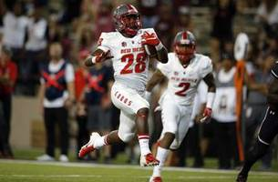 Davis' 4 rushing TDs help New Mexico beat New Mexico State