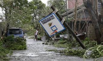 Typhoon lashes south China after killing 28 in Philippines