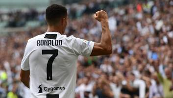 'He's Back!': Twitter Goes Wild as Ronaldo Breaks His Juve Duck to Open Scoring Account in Serie A