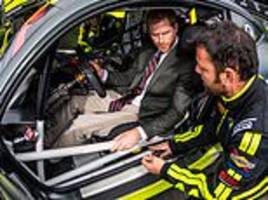 Prince Harry bets Invictus Games GT driver £100 that he can beat him in a fastest lap challenge