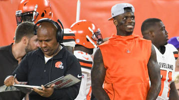 Twitter Reacts to Browns Trading Josh Gordon to Patriots