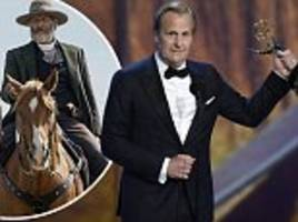 Jeff Daniels thanks his HORSE in hilarious Emmy Awards speech