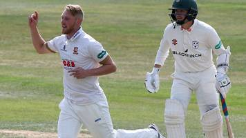 county championship: essex's jamie porter stars against worcestershire