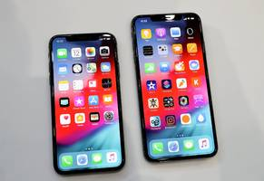 Apple is officially wading into 'phablet' territory with the iPhone XS Max, which is only slightly smaller than an iPad Mini (AAPL)