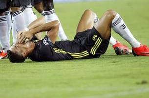 Ronaldo sent off but Juventus goes on to win 2-0 at Valencia