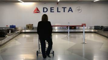 delta raises checked bag fee, matching competitors
