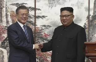 South and North Korean Defense Chiefs Sign Military Agreement