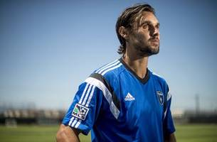earthquakes star chris wondolowski chases mls goals record