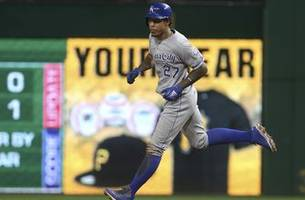 royals lose fourth straight, 2-1 to pirates