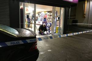 Shop staff 'threatened with a gun' during Wellington Street attempted robbery