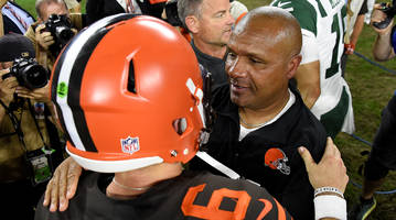 Browns' Hue Jackson Has to 'Watch the Tape' Before Deciding Week 4 Starting Quarterback