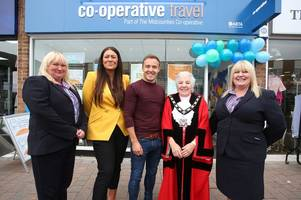 'nottingham is a great night out' says coronation street star alan halsall as he opens arnold travel agents