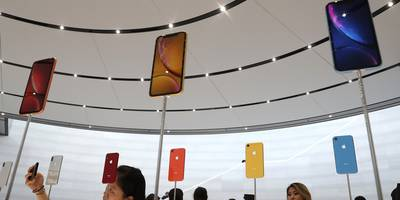 iPhone XS and iPhone XS Max buyers are complaining that their new devices have bad WiFi and cell signal (AAPL)