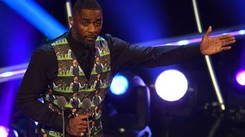elba faces tough crowd at fifa awards but was fashion the real victim?