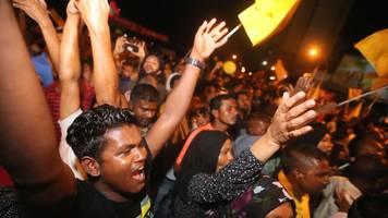 Maldives election: Celebrations as opposition claims victory