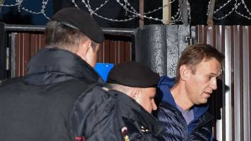 putin's critic alexei navalny arrested moments after release from jail