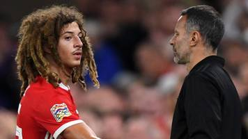 ryan giggs: wales youngsters remind him of man utd's class of '92