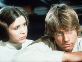 mark hamill wants 'star wars' fans to campaign for carrie fisher to receive her walk of fame star early for the release of 'episode ix'