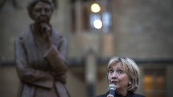 why is hillary clinton criticising the conservatives?