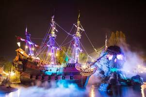 how to get disneyland paris tickets for just £149 this halloween