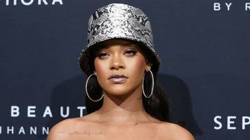 rihanna and other celebs urging fans to register to vote