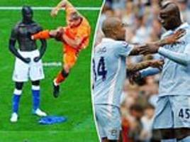 balotelli posts hilarious picture of him standing firm against de jong's infamous kung-fu kick