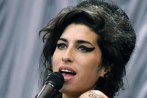 amy winehouse set to return to stage for tour next year as a hologram