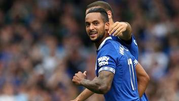 theo walcott hoping for top four with everton this season but admits europa league is more realistic